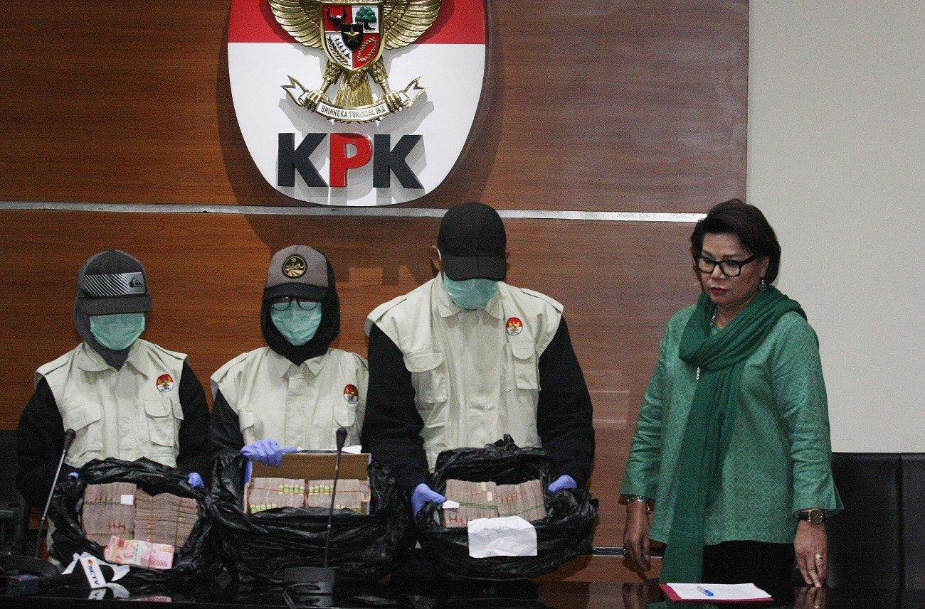 Авлигын хэргээр 43 төрийн албан хаагч баривчлагджээ